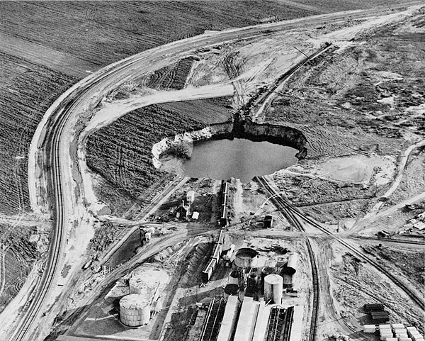 Cargill sinkhole, 1974 (Wichita Eagle-Beacon).