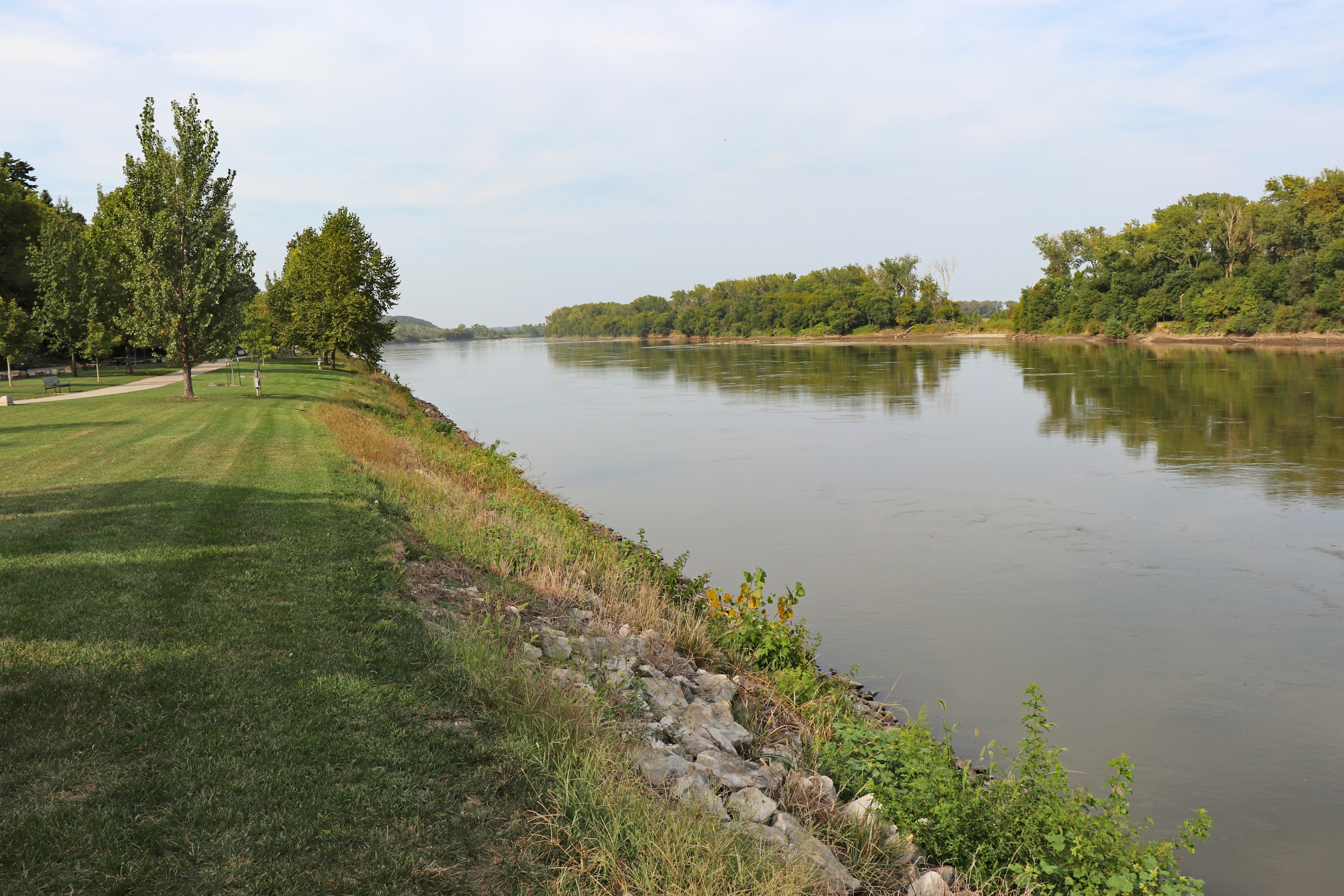 Pathway along the Missouri River upstream from Riverfront Park, Atchison.